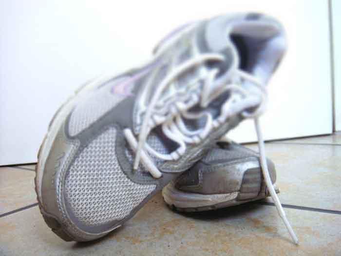 jogging-schuhe, das sind jogging-schuhe, das ist eine Foto von jogging-schuhen